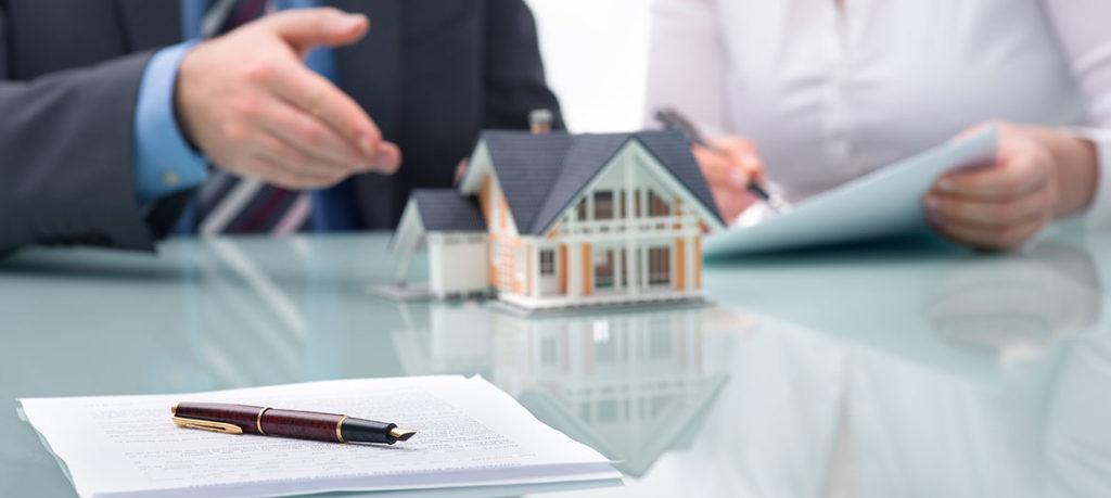 real estate lawyer job description